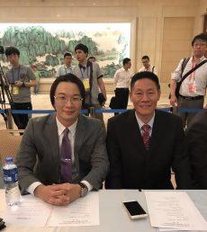 左:弊社代表 井上、 右:日津科技社 許建民様